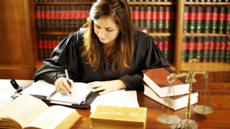 Comment devenir avocat en droit des affaires ?